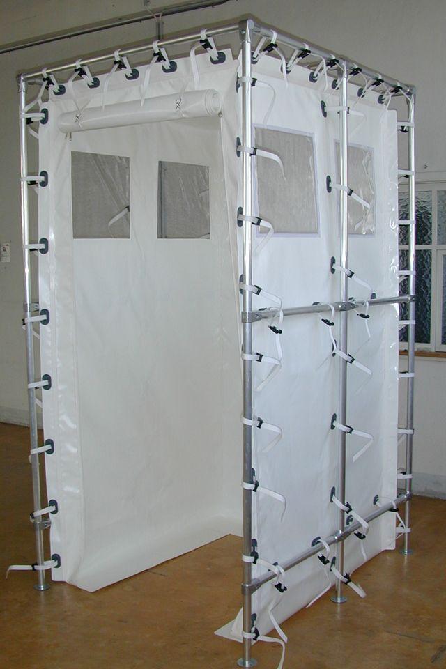 Dusch- und Umkleidekabinen