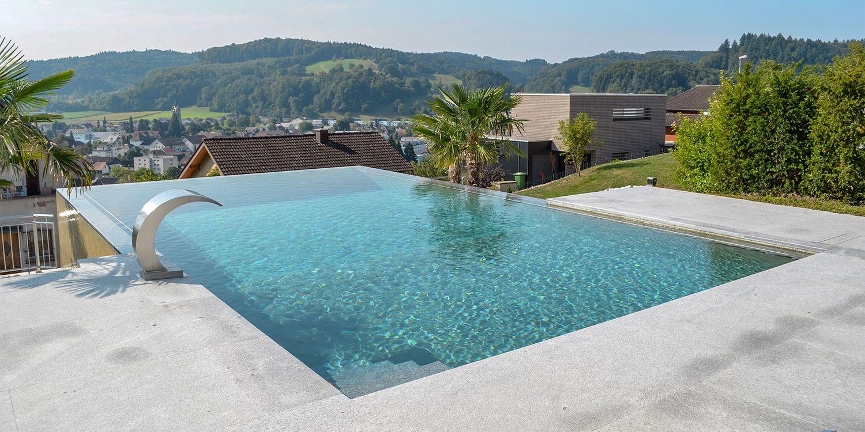 Villa mit Pool an Hanglage